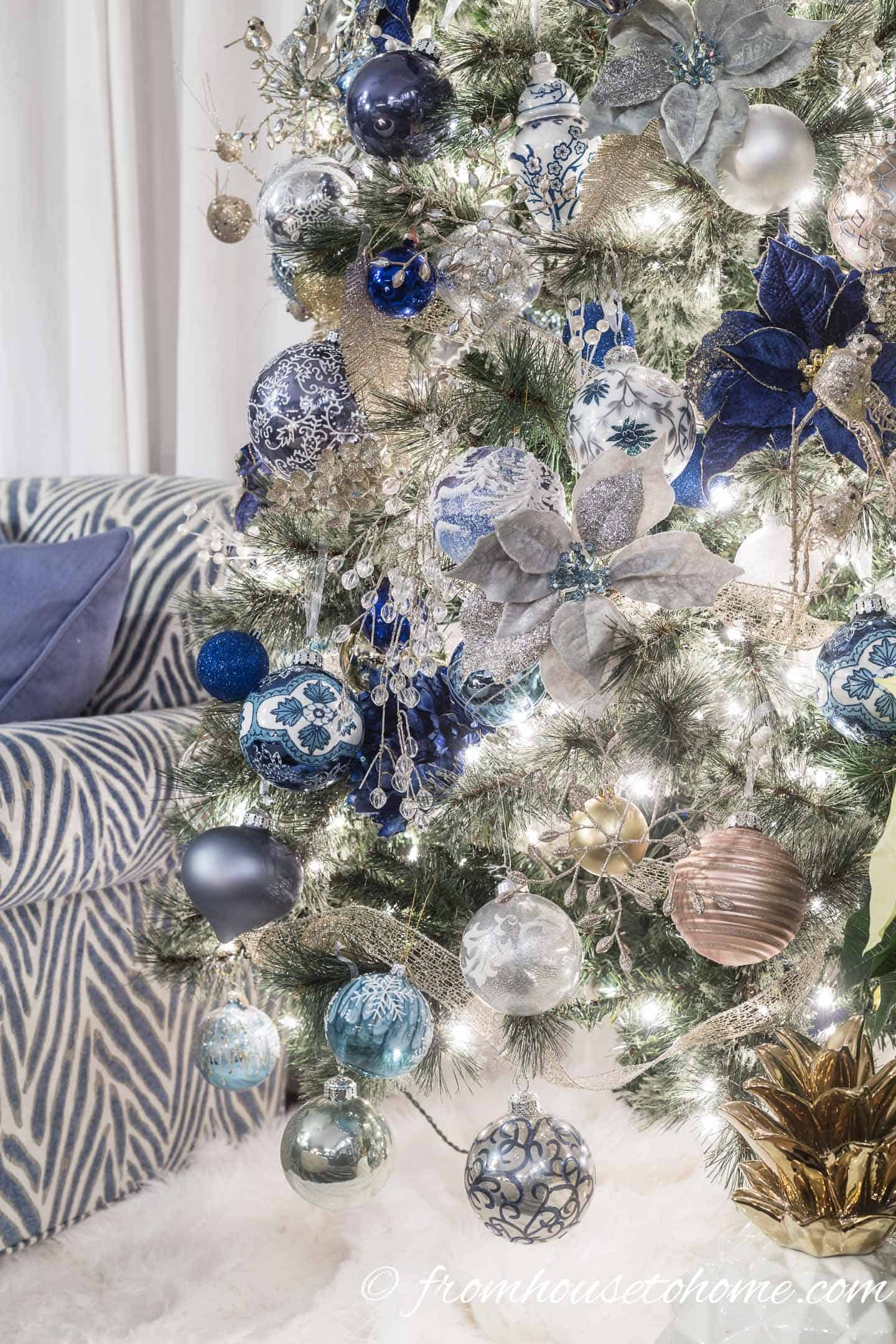 White faux fur tree skirt under a blue and white Christmas tree