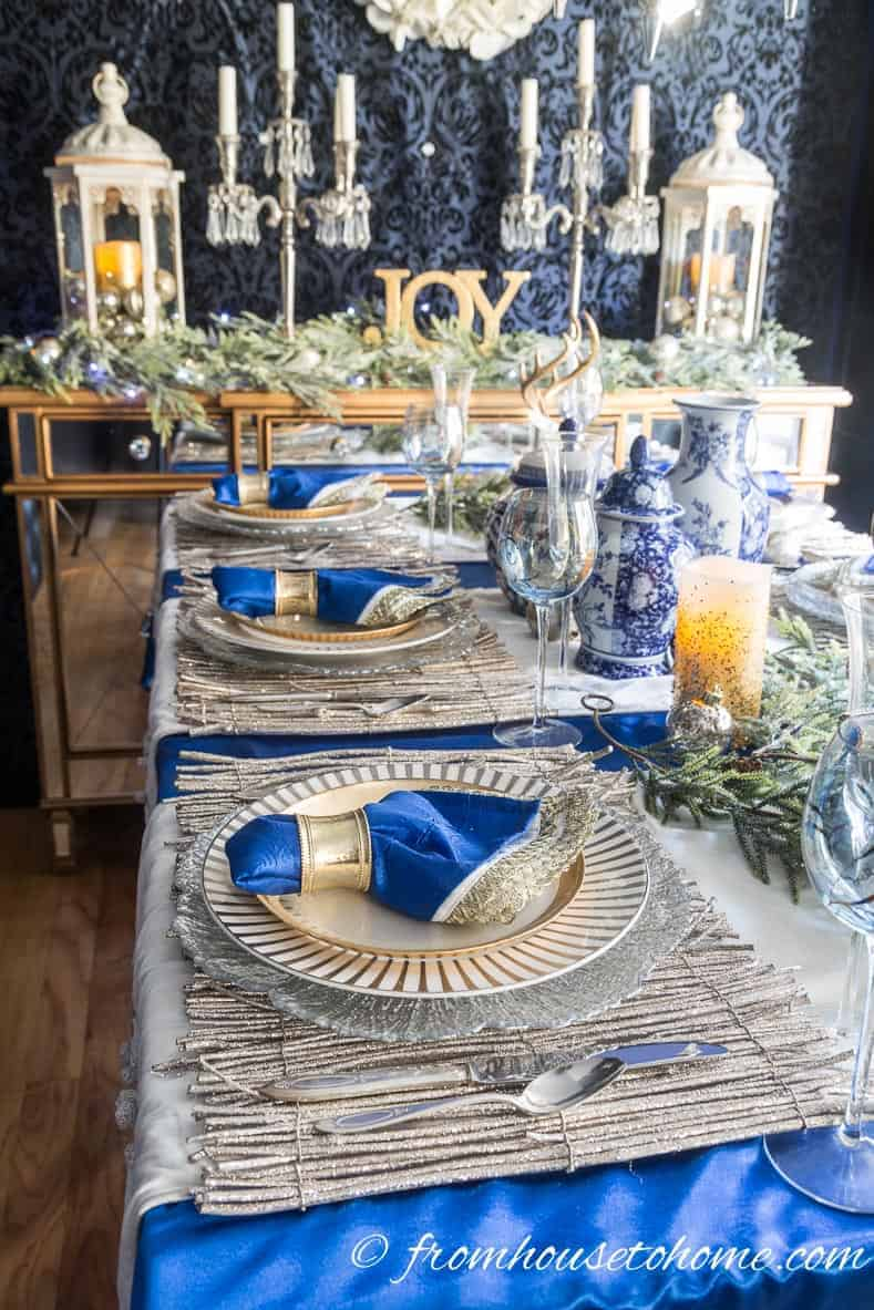 Blue, white and gold tablescape | Blue and White Christmas Home Decorating Ideas