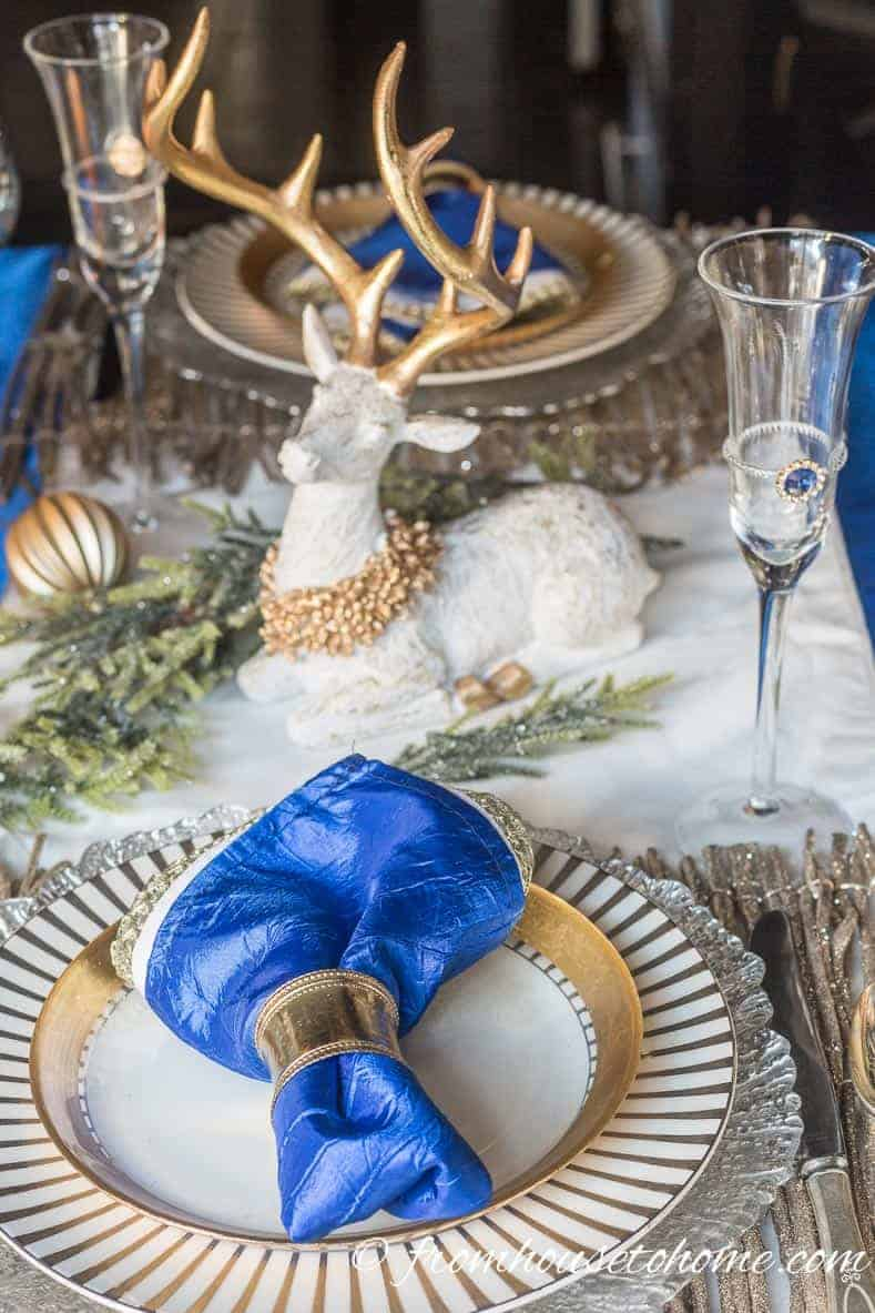 Blue, white and gold table setting | Blue and White Christmas Home Decorating Ideas