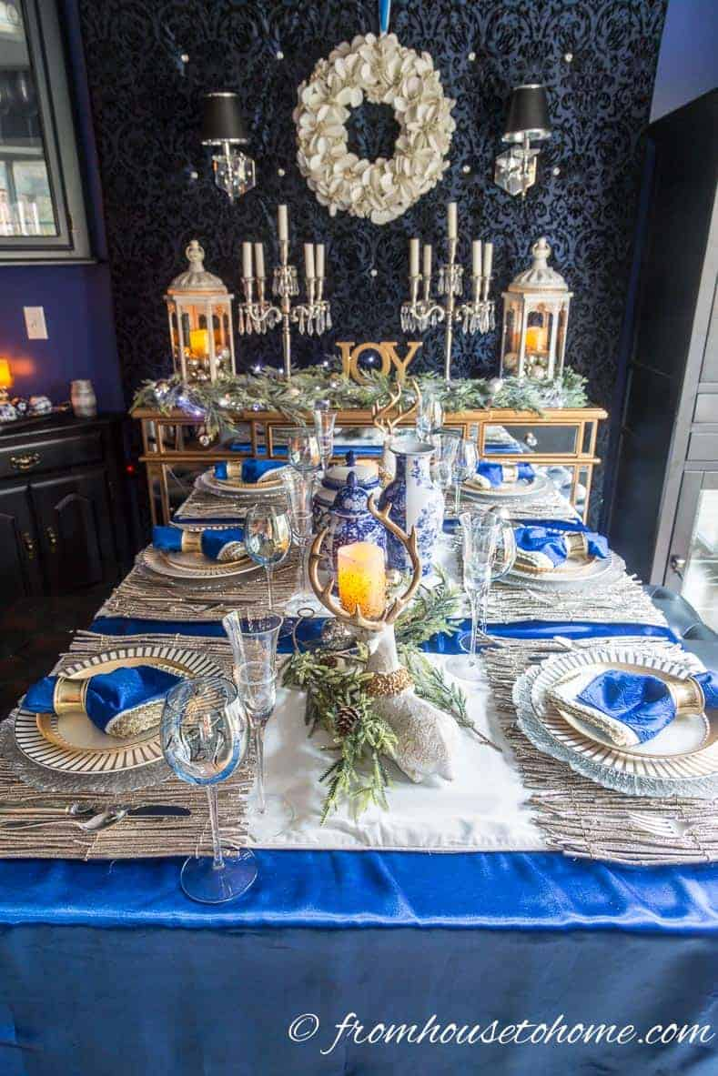 Blue, white and gold Christmas tablescape | Blue and White Christmas Home Decorating Ideas