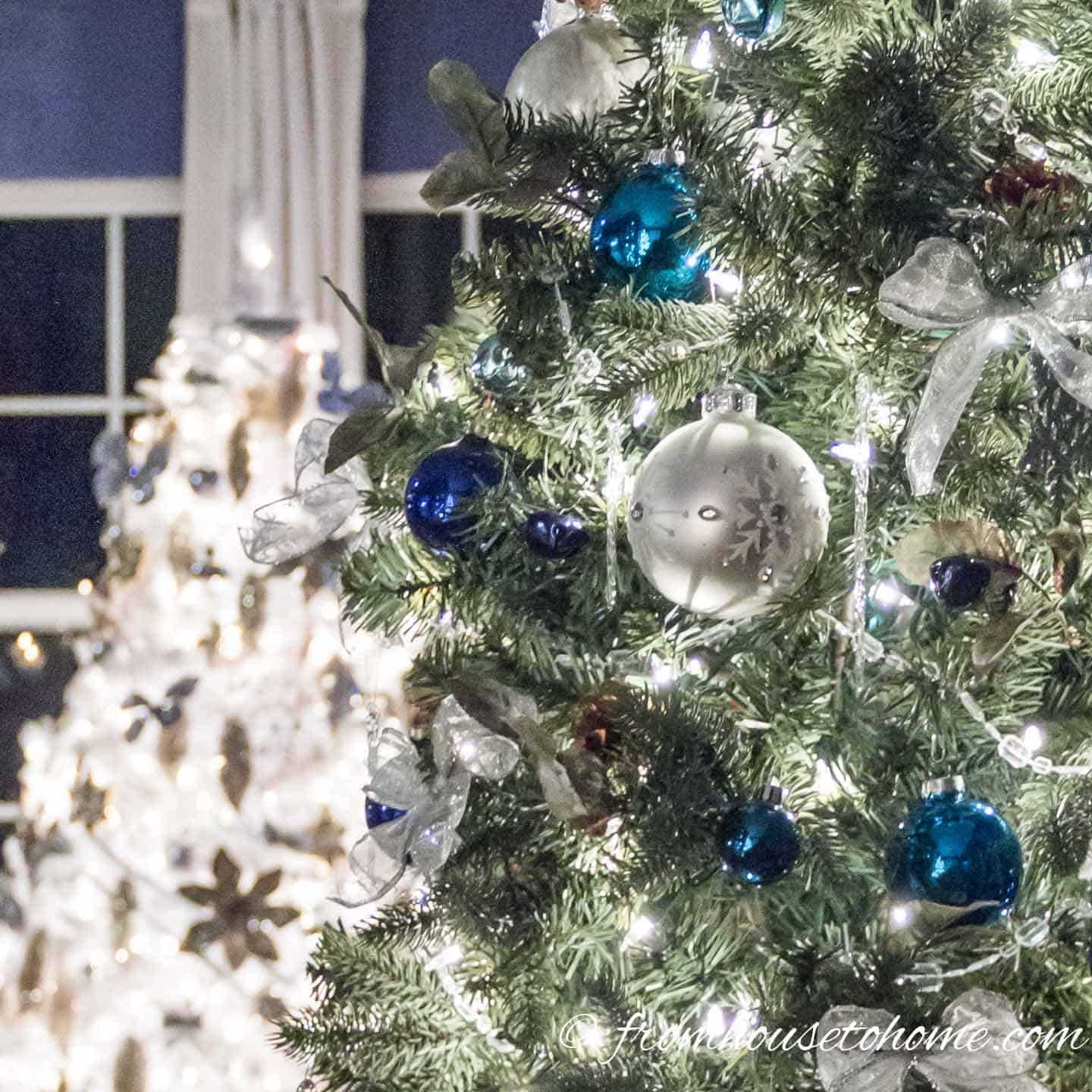15 Elegant Christmas Tree Decorating Ideas