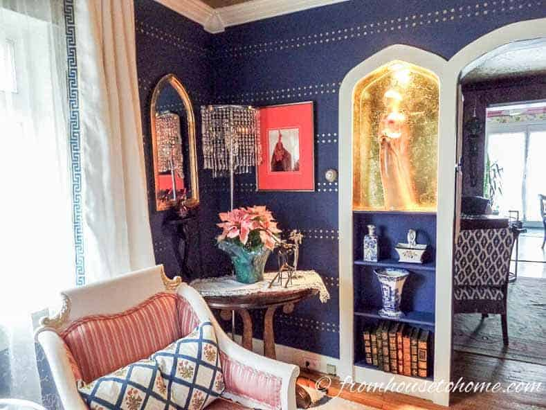 Blue walls with gold dots