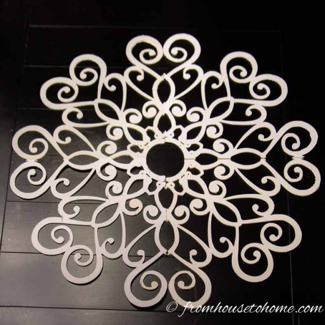 The medallion pattern after all pieces have been cut