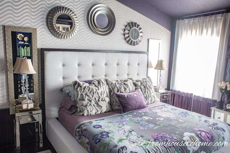 Round mirrors hung over the bed lacked a little personality