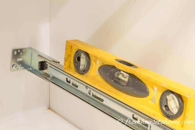 Make sure the drawer slide is level
