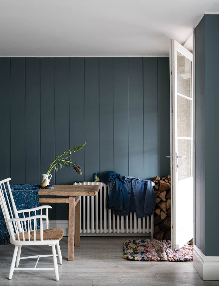 Wall painted with Farrow and Ball De Nimes © James Merrell