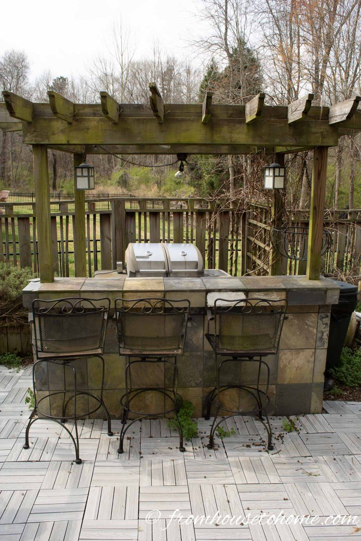 Outdoor bar with slate tile