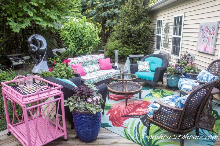Palm Beach chic deck with pink and turquoise outdoor cushions