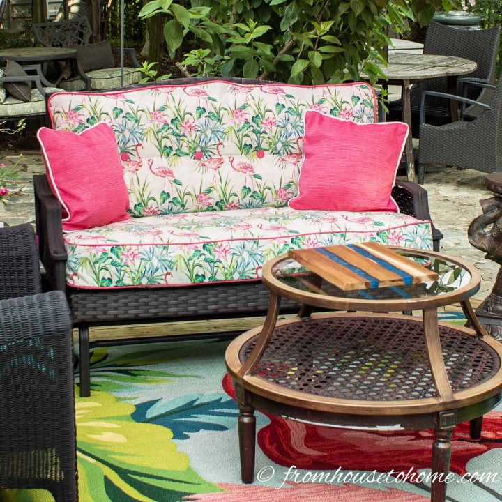 Outdoor sofa with a box cushion seat