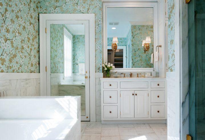 Bathroom with mirror on the door