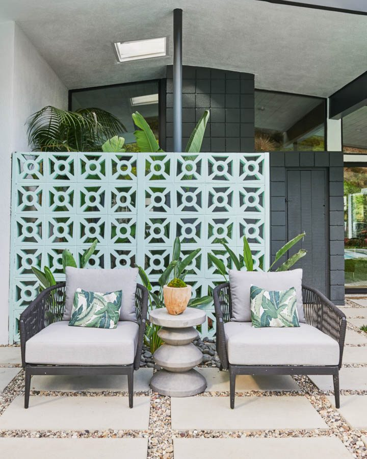 Outdoor trellis wall painted with Dunn-Edwards 2020 color of the year - 'Minty Fresh'