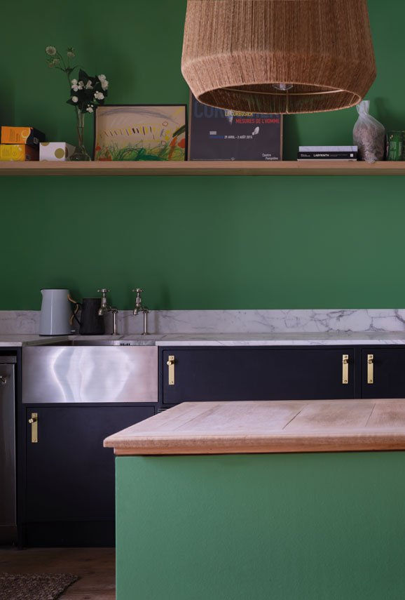 Kitchen wall painted with Farrow and Ball's 'Emerald Green'