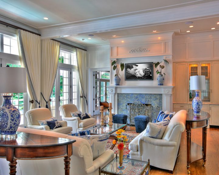 Blue and white traditional living room furniture layout