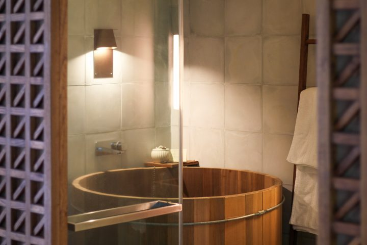 Japanese soaking tub ©Steve - stock.adobe.com