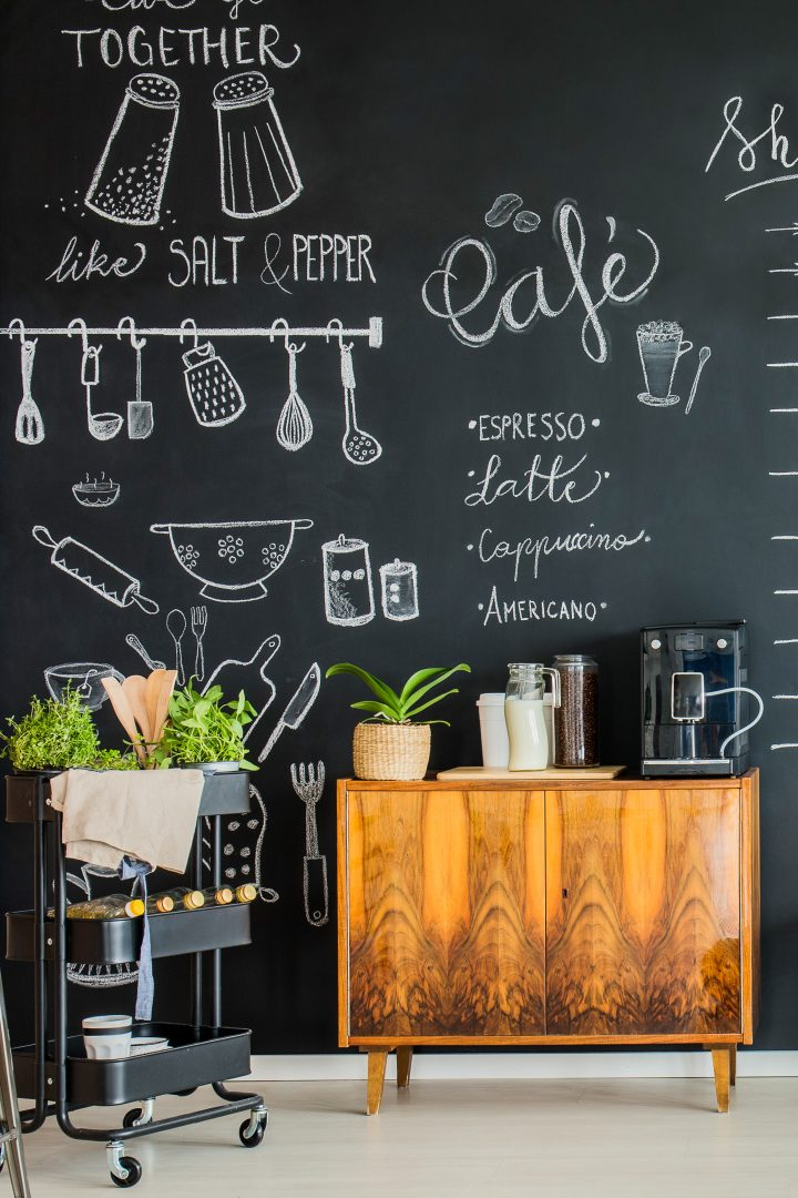 Home coffee bar with a chalkboard wall ©Photographee.eu - stock.adobe.com