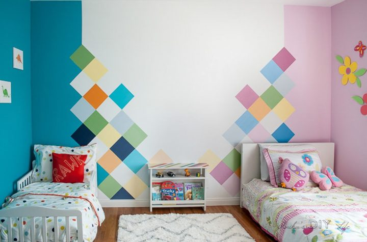 Wall painted with geometric blocks