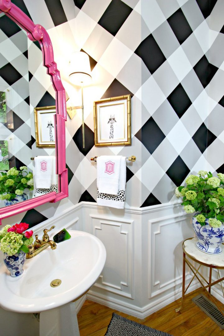 Bathroom wall painted with a gingham pattern