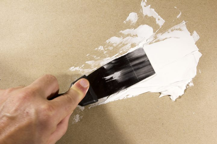 Putty knife spreading spackle over a hole in the wall ©Art of Success - stock.adobe.com