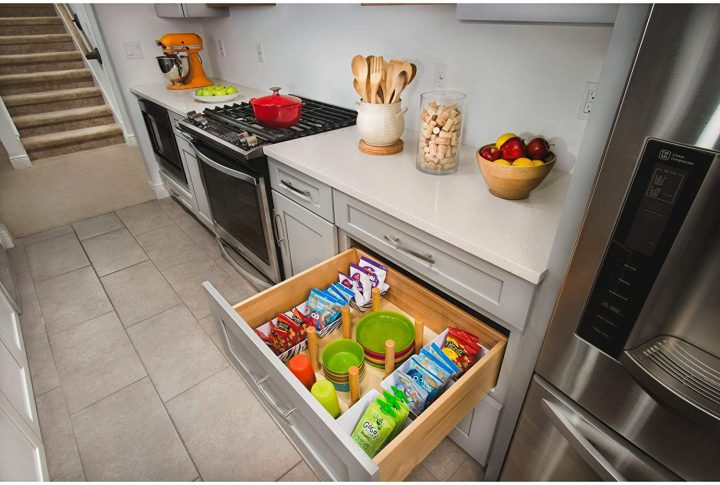 Kitchen drawer organized with a peg system