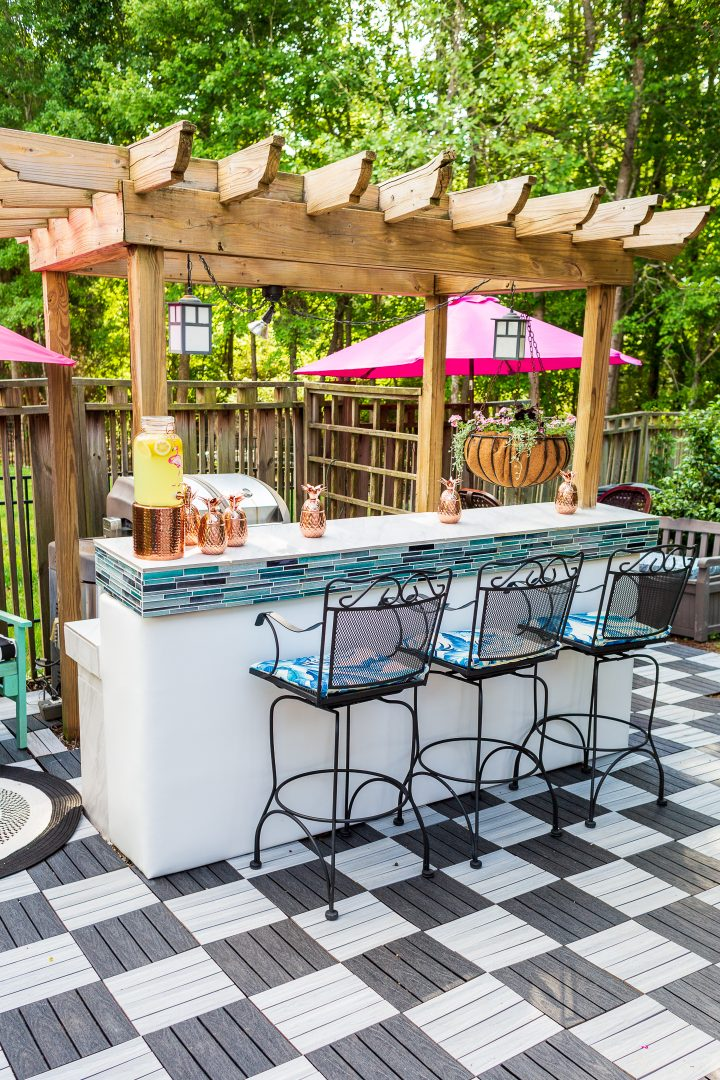 Pink and turquoise outdoor kitchen bar