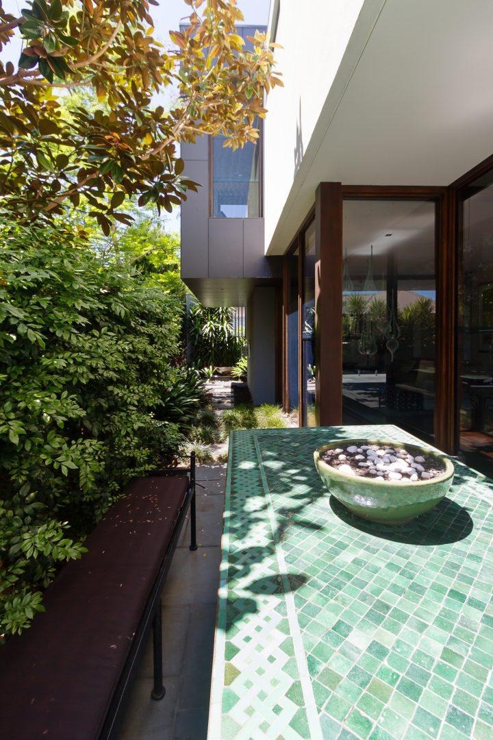 Contemporary patio garden ©Jodie Johnson - stock.adobe.com